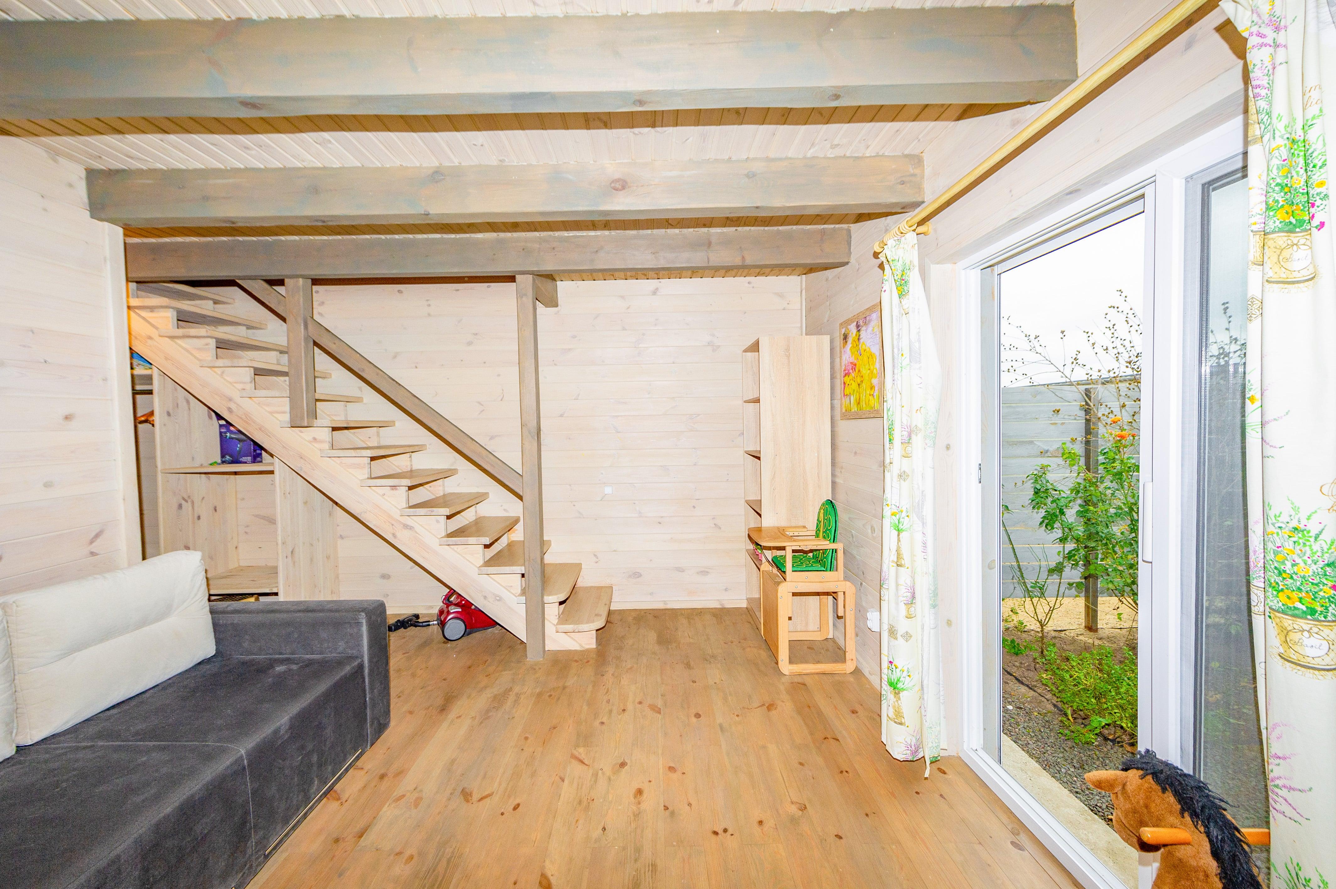 гостиная комната с выходом на терассу дома ЛЮКС Черноморск Эко-дача