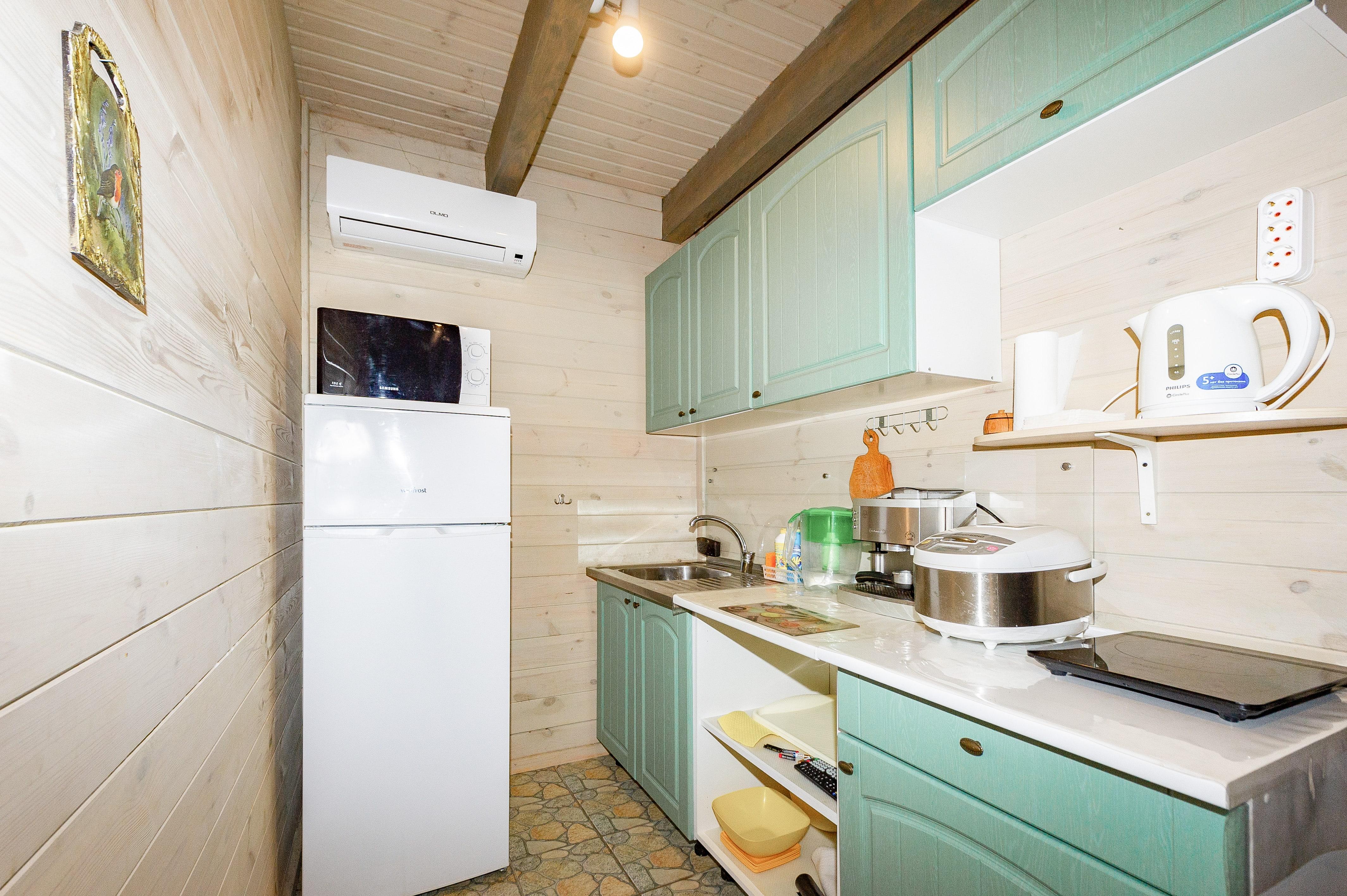 кухня дома Семейный Люкс Черноморск эко-дача